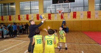 Gaziosmanpaşa'da amatör spor kulüplerine malzeme desteği