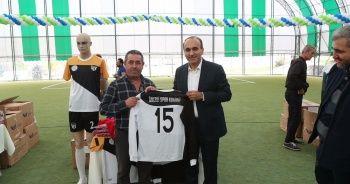 Arnavutköy'de amatör spor kulüplerine 10 bin parçalık malzeme desteği
