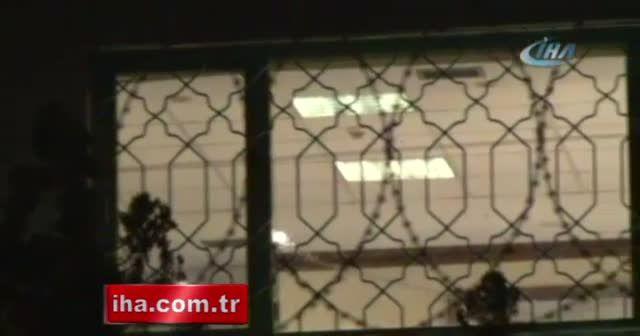 Suudi Arabistan Konsolosluğunda inceleme yapan polisler görüntülendi