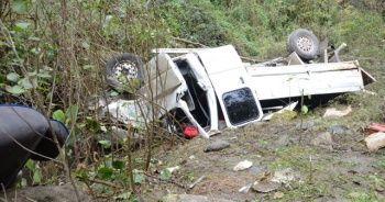 Kontrolden çıkan kamyonet dereye uçtu: 5 yaralı