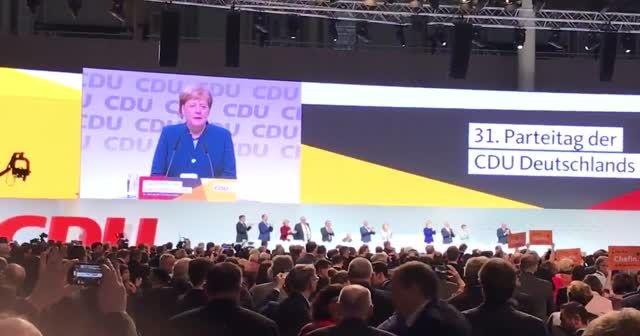 Angela Merkel CDU başkanlığını bıraktı
