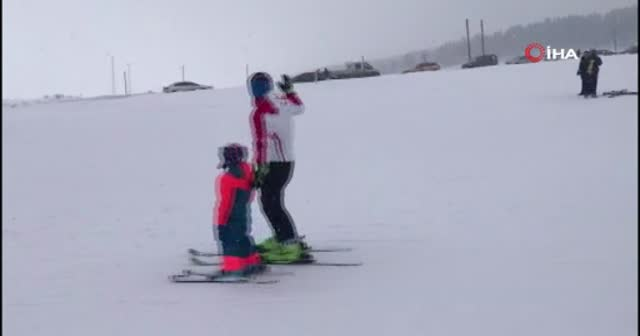 Elektrik kesilince kayakçılar telesiyejde mahsur kaldı