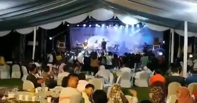 Endonezya'da konser sırasında tsunami