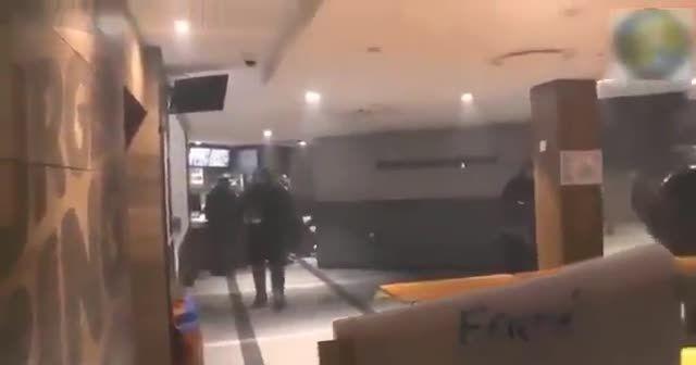 Fransız polisi şiddet kullandı
