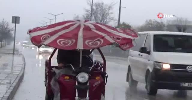 Trafikte dev şemsiye
