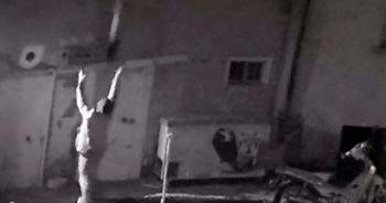 Çocukların yanan evden kahramanca kurtarılışı güvenlik kamerasına yansıdı