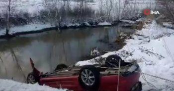 Otomobil dereye uçtu: 4 ölü