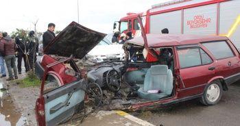 Otomobille pikap çarpıştı: 2 yaralı