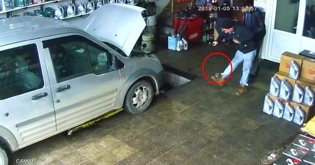 Motordan fırlayan fare çalışanları korkuttu