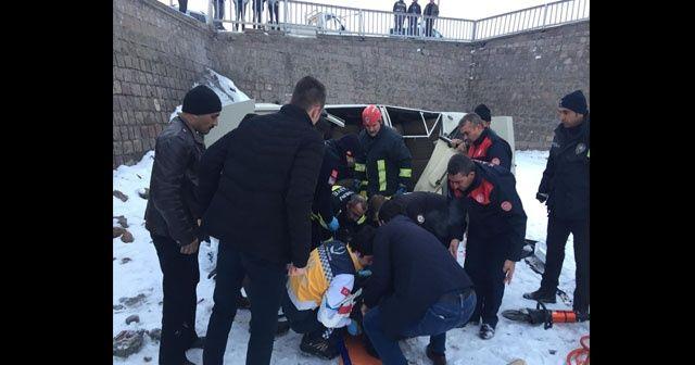 Otomobil köprüden uçtu; sıkışan sürücü kurtarıldı