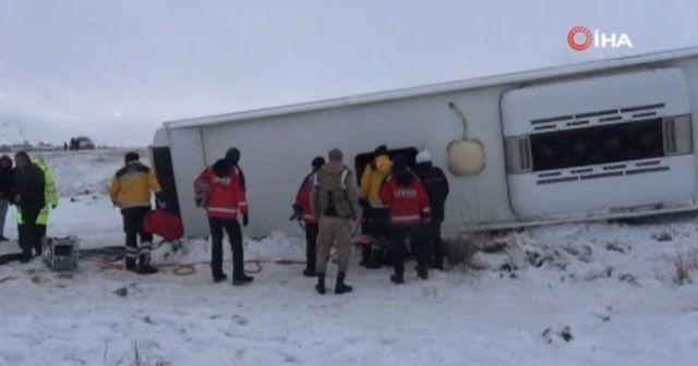 Yolcu otobüsü şarampole devrildi: 22 yaralı