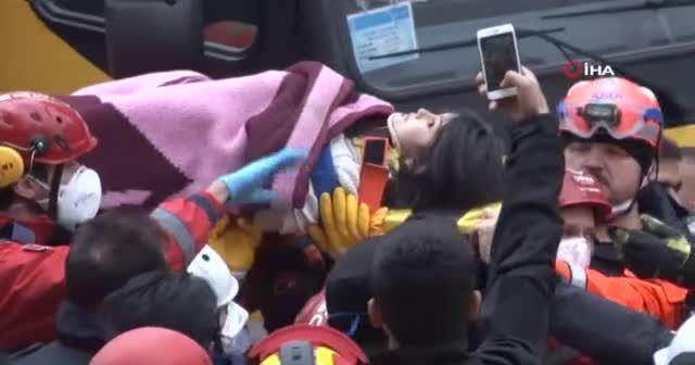 Kartal'da enkazdaki küçük kız 20 saat sonra sağ çıkarıldı