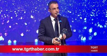 Yeditepe Üniversitesi seçti: Ferhat Ünlü ile Kozmik Masa, 2018'de Türkiye'nin en iyi tartışma programı