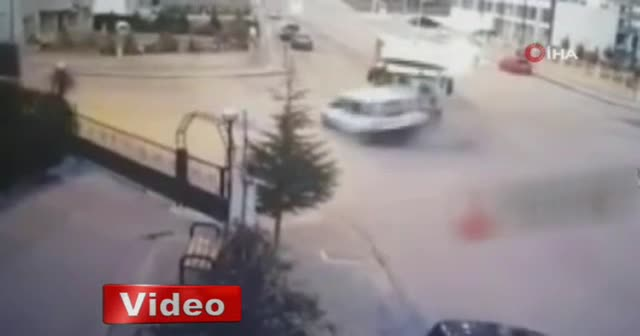 Ankara'da EGO otobüsü araca çarptı: 2 ölü 3 yaralı