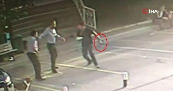 Hastane güvenliğine bıçakla saldıran adam kamerada