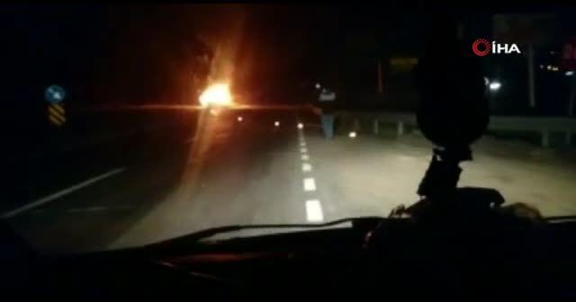 Hatay'da gece saatlerinde korkutan araç yangını
