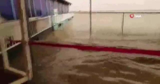 Irak'ın Basra kentinde sel felaketi: 1 ölü