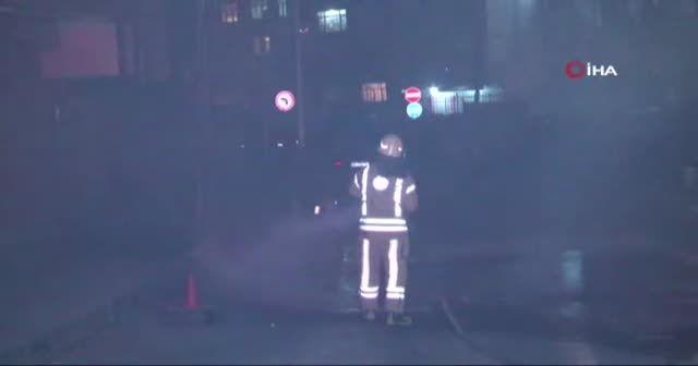 Yangın çıktı: Mahalleli sokağa döküldü