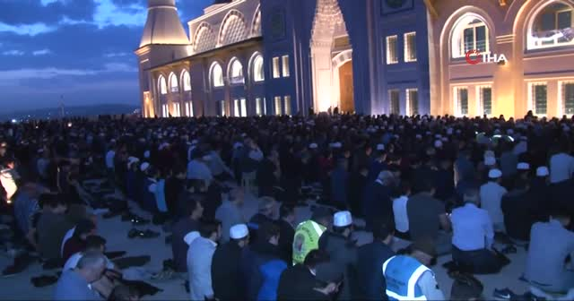 Çamlıca Camii'nde sabah namazı