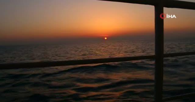 Deniz üstündeki gün batımı hayran bıraktı