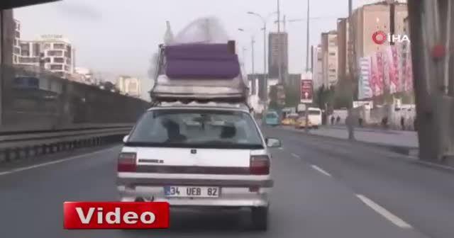E-5'te tehlikeli yolculuk, koltuğu ve yatağı arabanın üstünde taşıdı