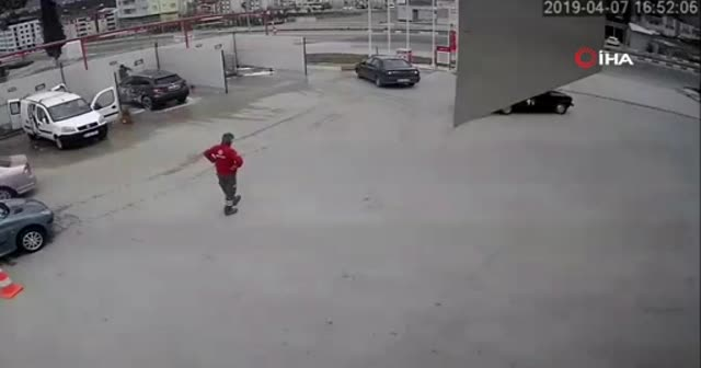 Hem ehliyetsiz, hem alkollü, hem de drift attı