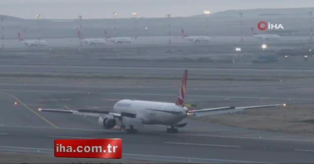 İstanbul Havalimanına yolcusuz uçakların geçişi sürüyor