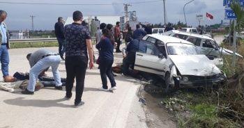 Osmaniye'de otomobiller kafa kafaya çarpıştı