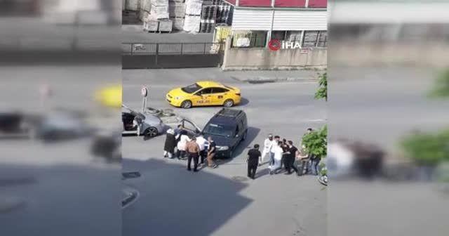 Kemerle saldıran sürücü, yediği yumrukla nakavt oldu