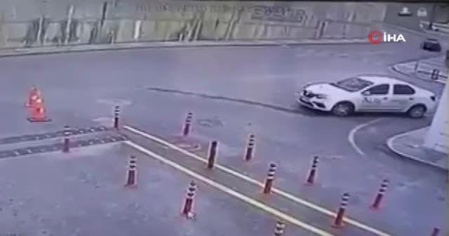 Başakşehir'de istinat duvarının çökme anı kamerada