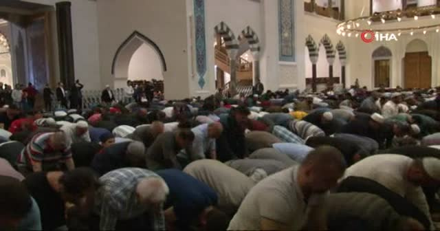Büyük Çamlıca Camii'nde ilk teravih namazında havadan görüntülendi