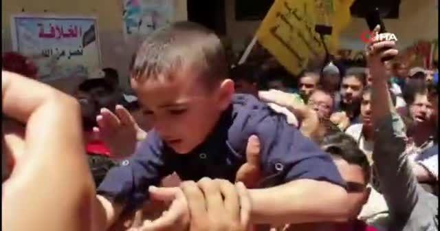 Filistinli çocuğun babasının cenazesindeki feryadı yürek dağladı