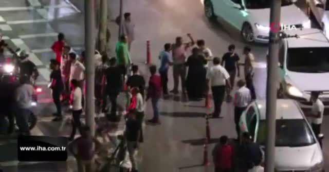 İki grup arasında tekme tokat kavga kamerada