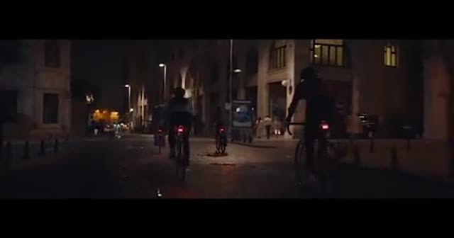 Kontrolden çıkan otobüs ortalığı savaş alanına çevirdi!