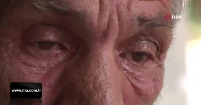 Oğulları tarafından sokağa atılan anne babanın gözyaşları
