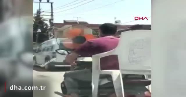 Sıcaktan bunalan sürücü, motosikletin önüne pervane taktı