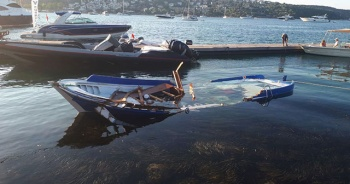 Sürat teknesinin muhabirleri taşıyan tekneye çarpma anları ortaya çıktı