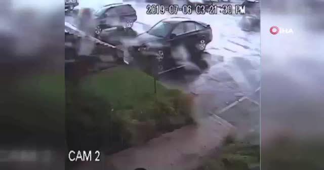 ABD'de fırtına aracı ters çevirdi