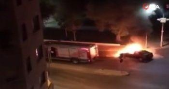 İzmir'de art arda iki araç yangını