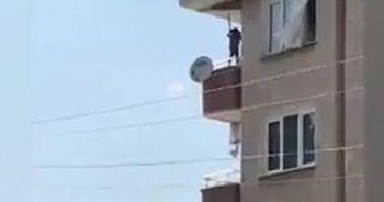 Küçük çocuktan balkonda ölümüne oyun