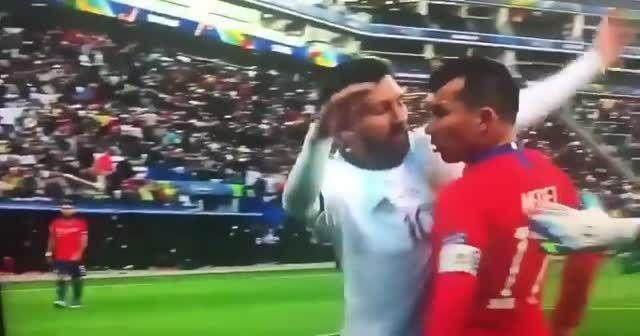 Messi ve Medel birbirine girdi