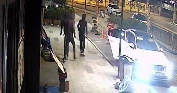 Pişkin hırsızlar vatandaşları döner bıçağıyla kovaladı