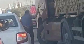 TIR şoförü, tartıştığı otomobil sürücüsünün üzerine direksiyon kırdı
