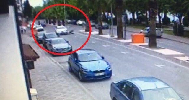 Otomobilin çarptığı yaşlı adamı metrelerce sürükledi