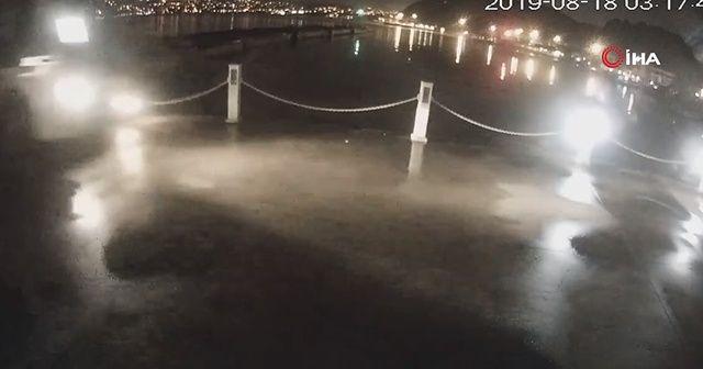 Denize uçan minibüs kamerada