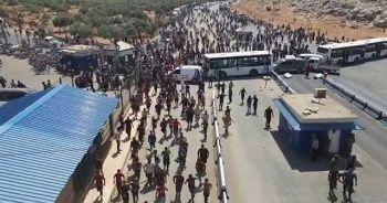Bombalardan kaçan binlerce Suriyeli sınıra dayandı