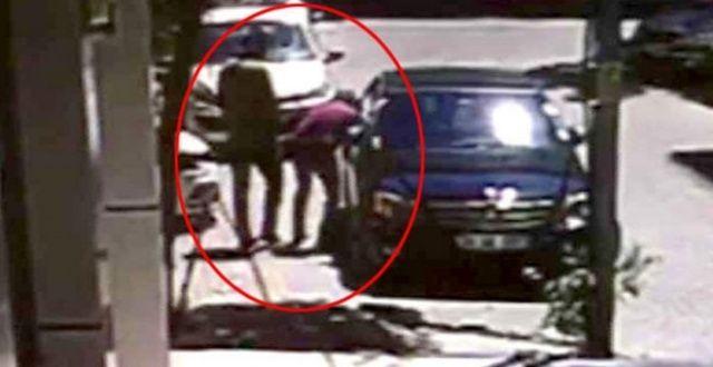 Otomobilin camını kırıp 24 bin lira çalan hırsızlar güvenlik kamerasında