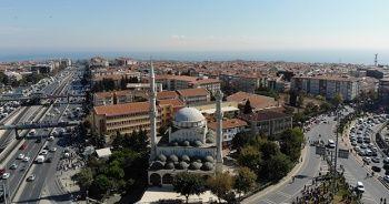 Avcılar'da cami minaresinin yıkılma anı kameralara yansıdı