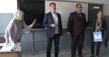 Belediye Başkanı depreme okulda yakalandı