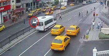 Görme engelli genç kızın geçirdiği kaza kamerada